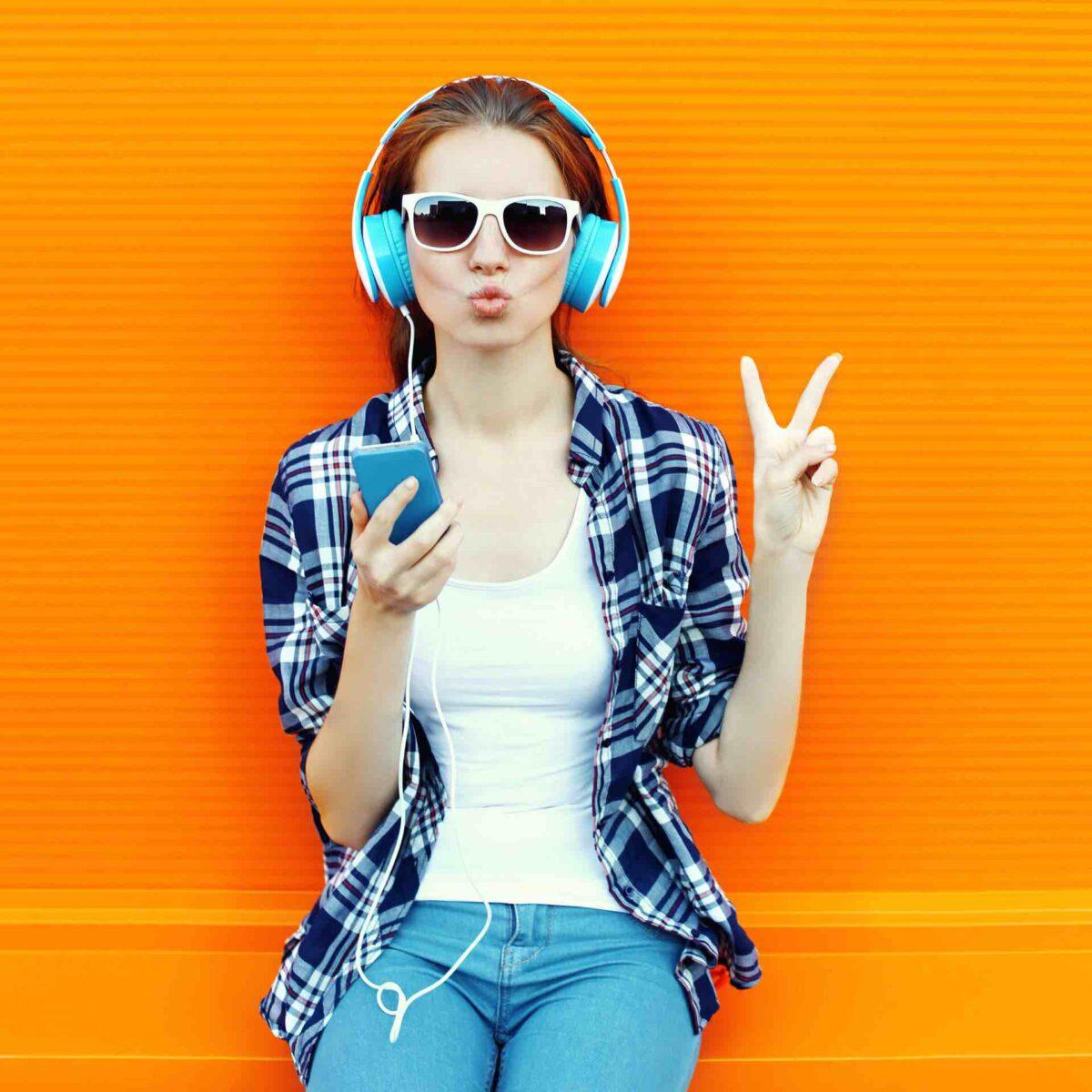 an woman listening music